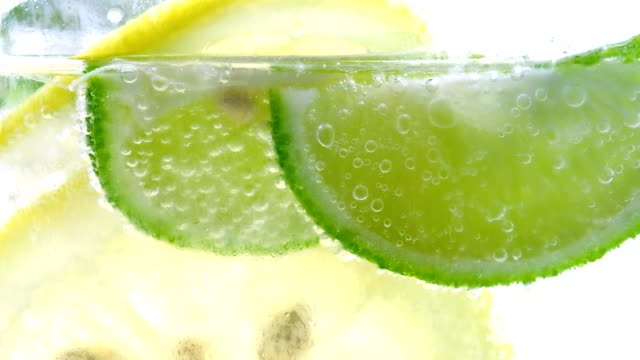 Lemon drop in koolzuurhoudende bruisend water, SAP verfrissing