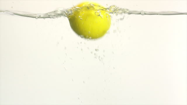 lemon splashing into water (slow motion) - textfreiraum stock videos & royalty-free footage
