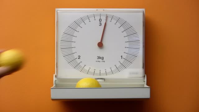 レモンズ(hd - 測る点の映像素材/bロール