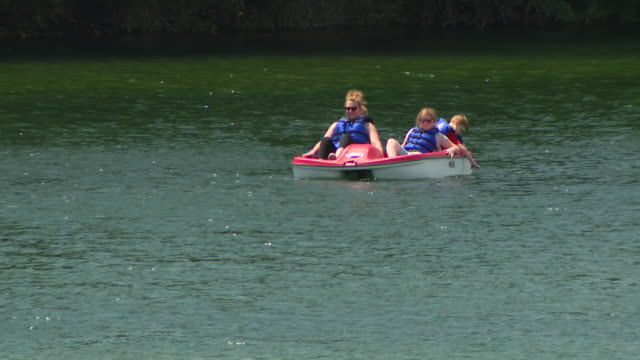 wgn lemont il us canoes and pedal boats on lake at the forge north america's largest outdoor adventure park on saturday july 18 2020 the forge lemont... - canoeing and kayaking stock videos & royalty-free footage