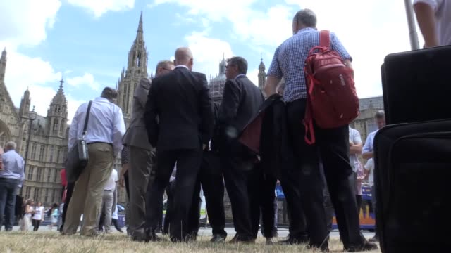len mccluskey the general secretary of unite and union leaders representing manufacturing workers from across the uk stage a protest with a giant... - 表す点の映像素材/bロール