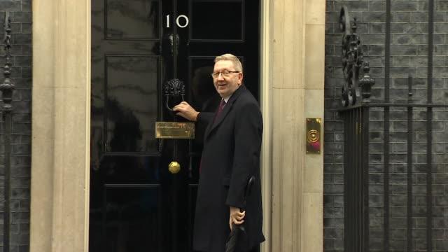 vidéos et rushes de len mcluskey general secretary unite trade union arrives at downing street for brexit talks with the prime minister - aménagement de l'espace