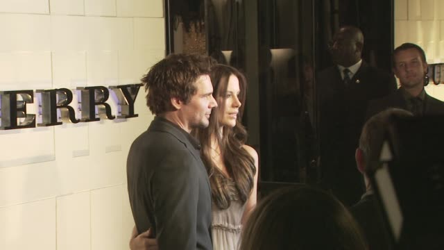 len wiseman, kate beckinsale at the burberry beverly hills store re-opening at los angeles ca. - beverly hills点の映像素材/bロール