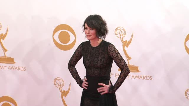 vídeos y material grabado en eventos de stock de lena headey at the 65th annual primetime emmy awards arrivals in los angeles ca on 9/22/13 - translúcido
