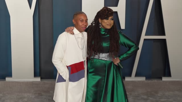 lena waithe and ava duvernay at vanity fair oscar party at wallis annenberg center for the performing arts on february 9, 2020 in beverly hills,... - oscar party点の映像素材/bロール