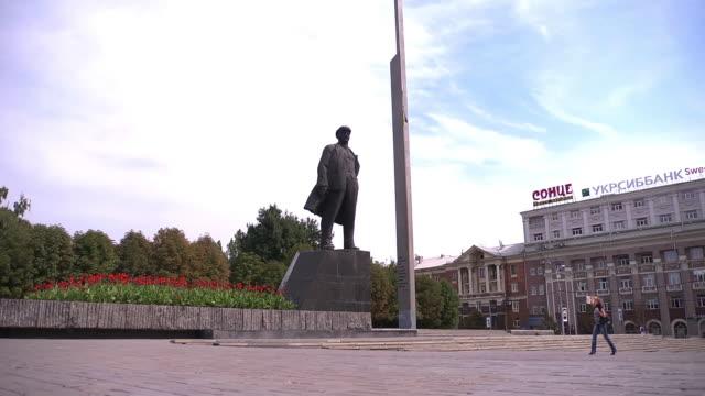vídeos de stock e filmes b-roll de ws lenin statue  - figura masculina