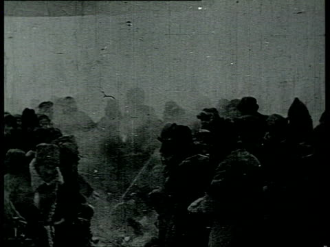 lenin's funeral in moscow freezing cold people try to warm up around campfires and braziers small flame thrower in foreground / moscow russia - 1924年点の映像素材/bロール