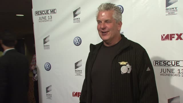 vídeos de stock, filmes e b-roll de lenny clarke at the 'rescue me' season four premiere screening at 42nd st amc theater in new york new york on june 4 2007 - rescue me