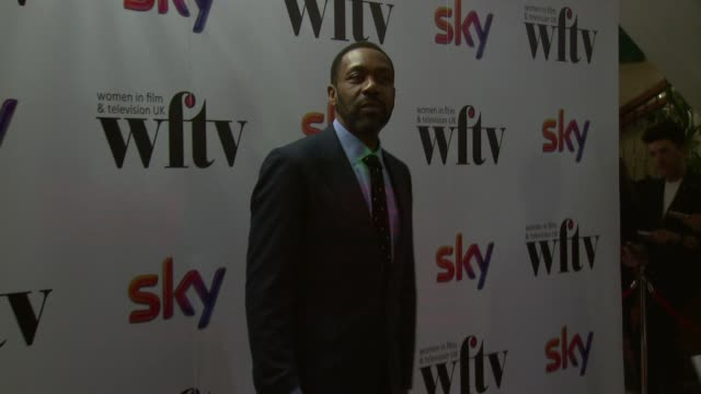 vídeos de stock e filmes b-roll de lenny henry at the sky women awards at london hilton on december 06, 2013 in london, england - lenny henry