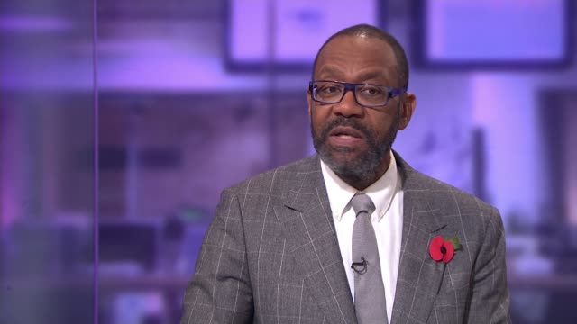 vídeos de stock e filmes b-roll de lenny henry leads calls for greater diversity in television and film industries; england: london: gir: int sir lenny henry studio interview sot - lenny henry