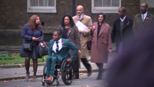 vídeos de stock e filmes b-roll de lenny henry visits downing street; england: london: westminster: downing street: ext lenny henry speaking to press / along with campaigners for... - lenny henry