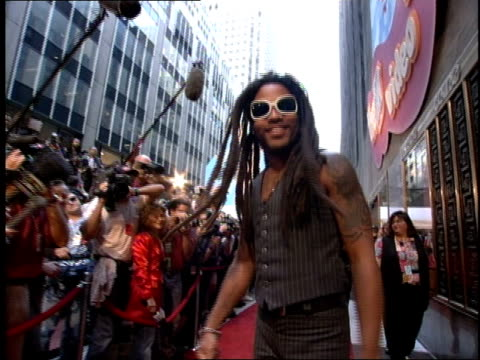 Lenny Kravitz arrives to the 1995 MTV Video Music Awards