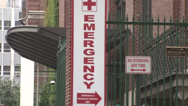 lenox hill hospital ambulance and ems emergency room sign in front of hospital on december 18, 2013 in new york, new york - hinweisschild stock-videos und b-roll-filmmaterial