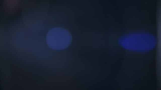 從變形透鏡拍攝的鏡頭光暈,在黑暗中拍攝 - 柔焦點 個影片檔及 b 捲影像
