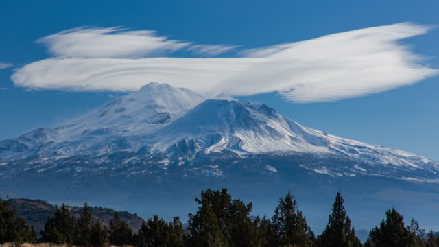 lenticular cloud over mount shasta - cerebral cortex stock videos & royalty-free footage