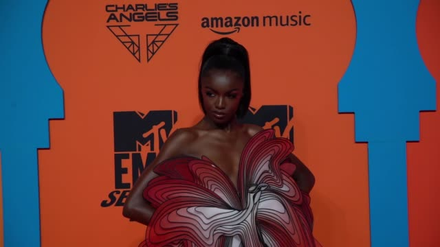 leomie anderson at 26th mtv europe music awards on november 03, 2019 in seville, spain. - mtv1 stock videos & royalty-free footage
