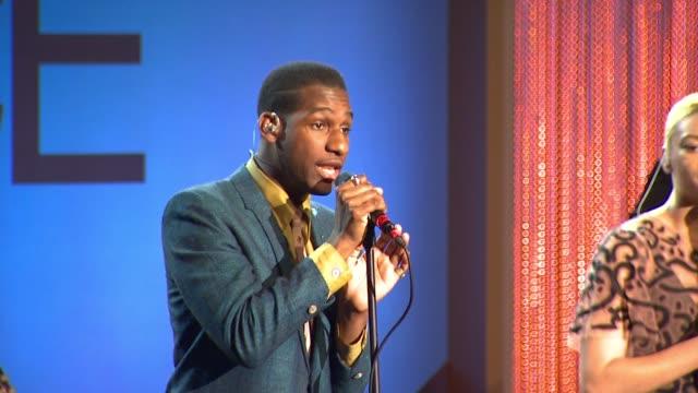 vidéos et rushes de leon bridges at 9th annual essence black women in hollywood luncheon in los angeles, ca 2/25/16 - art du spectacle