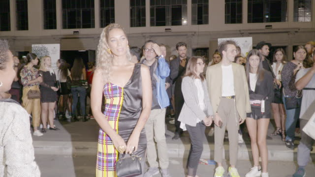 stockvideo's en b-roll-footage met leona lewis is seen during milan fashion week spring/summer 2019 on september 21 2018 in milan italy - versace modelabel