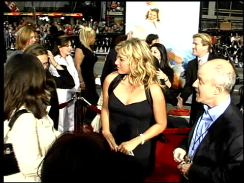 leonard goldberg at the 'charlie's angels: full throttle' premiere at grauman's chinese theatre in hollywood, california on june 18, 2003. - マン・シアターズ点の映像素材/bロール