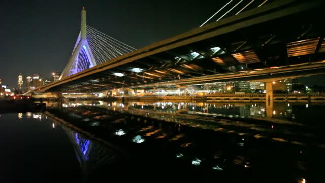 ザキム・バンカーヒル橋 - チャールズ川点の映像素材/bロール