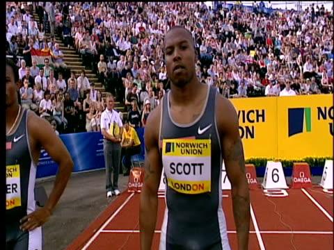 leonard scott waves to crowd pre race men's 100m heat 1 2004 crystal palace athletics grand prix london - qualification round stock videos & royalty-free footage