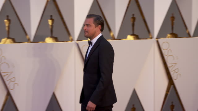 leonardo dicaprio at 88th annual academy awards arrivals at hollywood highland center on february 28 2016 in hollywood california 4k - academy awards stock videos & royalty-free footage