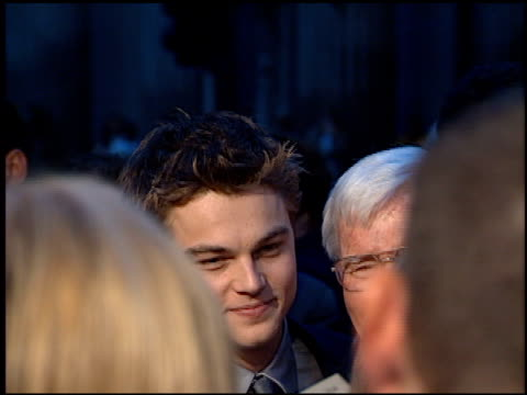 leonardo dicaprio at the 'titanic' premiere at grauman's chinese theatre in hollywood california on december 14 1997 - premiere stock-videos und b-roll-filmmaterial