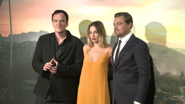 """vídeos de stock e filmes b-roll de leonardo dicaprio, quentin tarantino, margot robbie at """"once upon a time in hollywood"""" premiere in rome attends the premiere of the movie """"once upon... - quentin tarantino"""