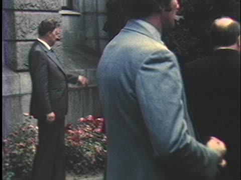 leonid brezhnev and andrei gromyko talk informally with president gerald ford and henry kissinger at the helsinki summit. - leonid brezhnev bildbanksvideor och videomaterial från bakom kulisserna