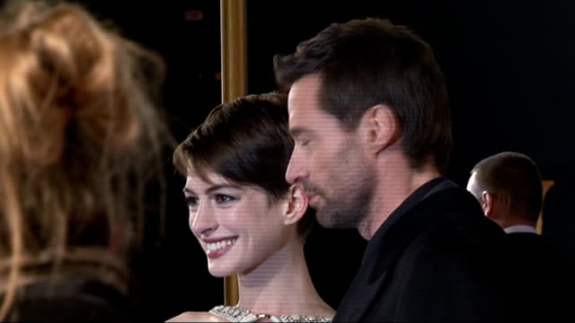 les miserables red carpet; hathaway and jackman chatting and posing / russell crowe greeting hathaway and jackman / crowe, hathaway and jackman... - russell crowe stock videos & royalty-free footage