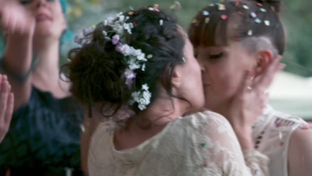 vídeos de stock e filmes b-roll de lesbian couple kissing at their wedding - casamento