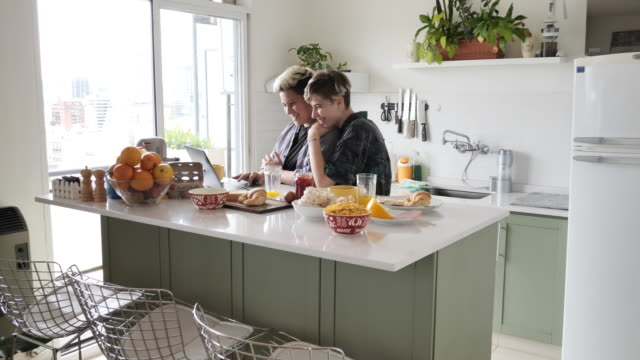 lesbian millennial couple having breakfast and using laptop - hipster culture stock videos & royalty-free footage