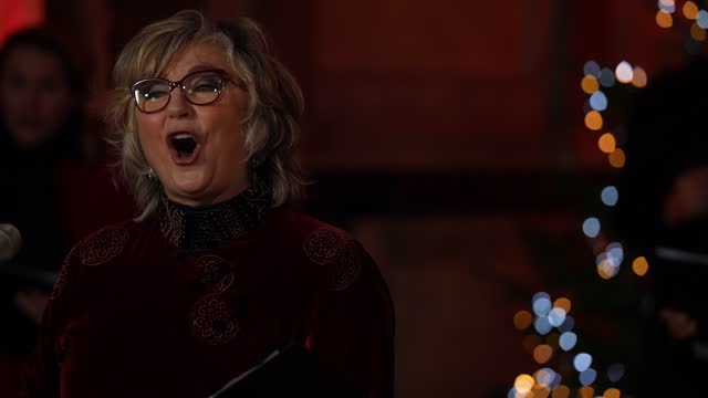 lesley garrett performs at westminster abbey on december 21, 2020 in london, england. out to perform has organised the carol concert which will be... - レスリー ギャレット点の映像素材/bロール