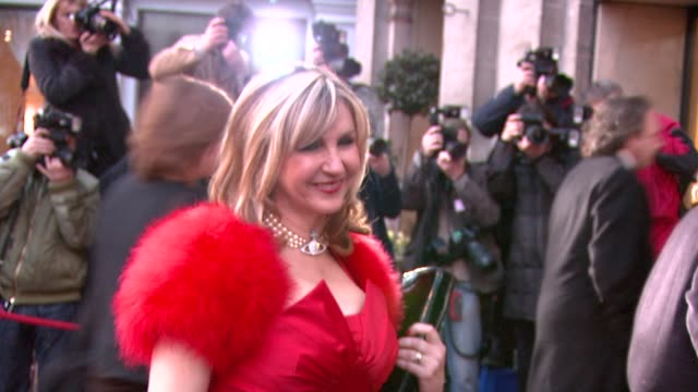 leslie garrett at the the laurence olivier awards at the grosvenor house in london on march 9, 2008. - レスリー ギャレット点の映像素材/bロール