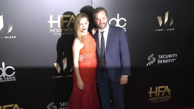 vídeos de stock, filmes e b-roll de leslie mann and judd apatow at 20th annual hollywood film awards at the beverly hilton hotel on november 06, 2016 in beverly hills, california. - leslie mann