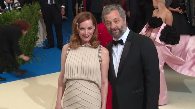 "vídeos de stock, filmes e b-roll de leslie mann and judd apatow at ""rei kawakubo/comme des garcons: art of the in-between"" costume institute gala - arrivals at the metropolitan museum... - leslie mann"