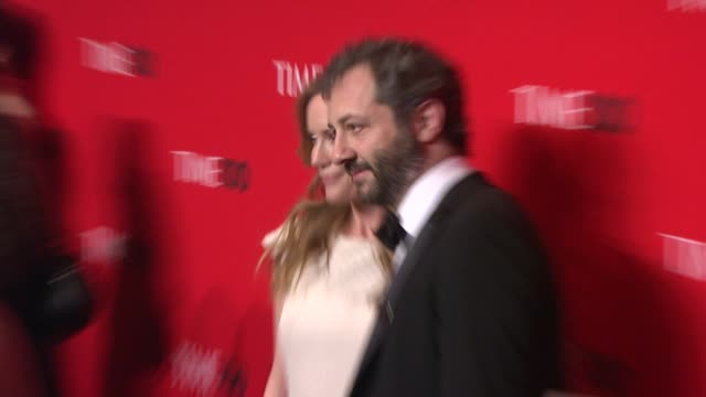 vídeos de stock, filmes e b-roll de leslie mann and judd apatow at the 2010 time 100 gala at new york ny - leslie mann