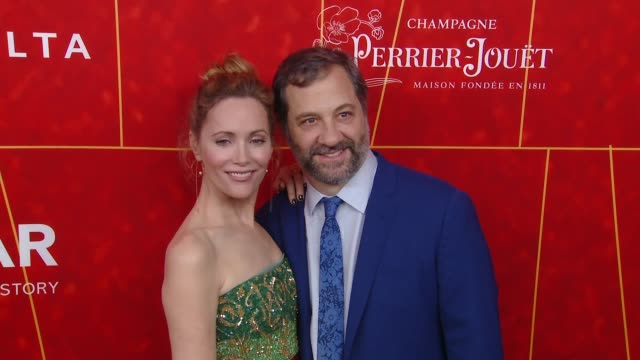 vídeos de stock, filmes e b-roll de leslie mann and judd apatow at the amfar gala los angeles 2018 at wallis annenberg center for the performing arts on october 18, 2018 in beverly... - leslie mann