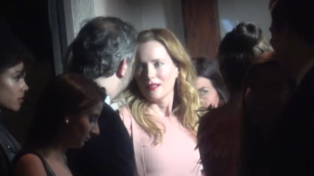 vídeos de stock, filmes e b-roll de leslie mann and judd apatow at the charles finch and chanel preacademy awards dinner at madeo in beverly hills at celebrity sightings in los angeles... - leslie mann
