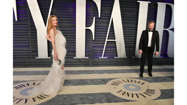 leslie mann and judd apatow attend the 2019 vanity fair oscar party hosted by radhika jones at wallis annenberg center for the performing arts on... - vanity fair video stock e b–roll