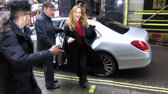 vídeos de stock, filmes e b-roll de leslie mann seen at magic radio and bbc radio 2 at celebrity sightings in london on march 15 2018 in london england - leslie mann
