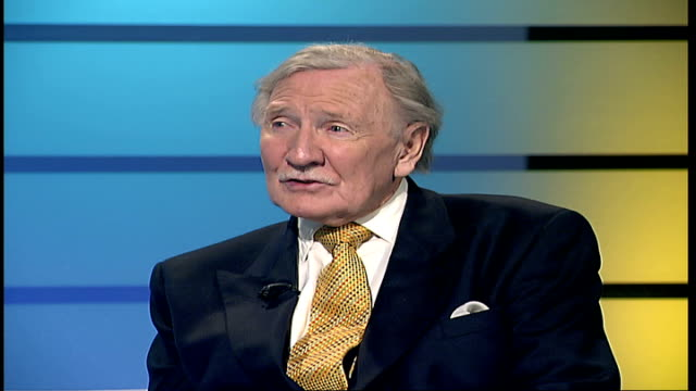 leslie phillips interview leslie phillips live interview continued sot seemingly i've outlived the whole lot / i'm basically a stage actor and went... - komplett stock-videos und b-roll-filmmaterial