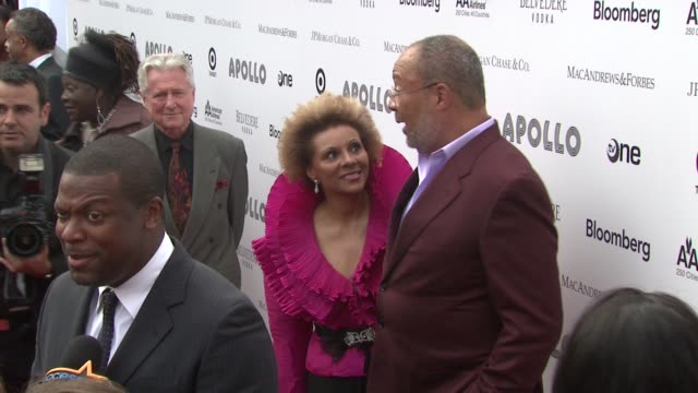 vídeos de stock e filmes b-roll de leslie uggams and richard parsons at the 2010 apollo theater benefit concert awards ceremony arrivals at new york ny - benefit concert