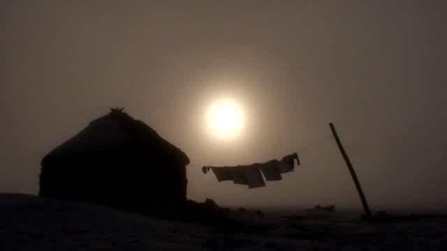 Lesotho-Hütten im Nebel