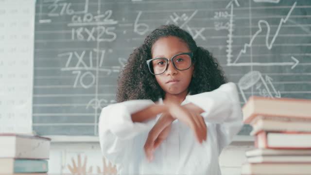 lassen sie die lektion beginnen - trigonometrie stock-videos und b-roll-filmmaterial