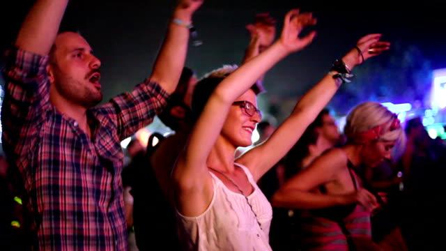 Lassen Sie den Sommer mit Musik Festival beginnen