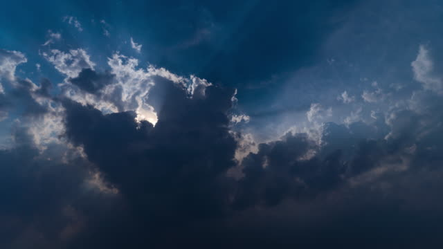 4K T/L Let The Sun Shine, Rays of Light behind Cloud