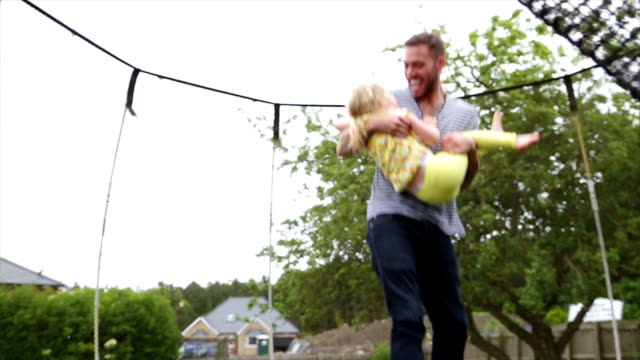stockvideo's en b-roll-footage met laten we stuiteren - trampoline