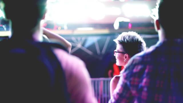 すべての夜を踊りましょう - 灯台船点の映像素材/bロール