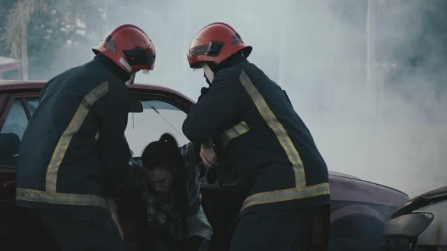 あなたを安全に連れて行きましょう。 - 救助隊点の映像素材/bロール